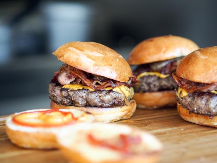 3 burgers très cochons àMontréal