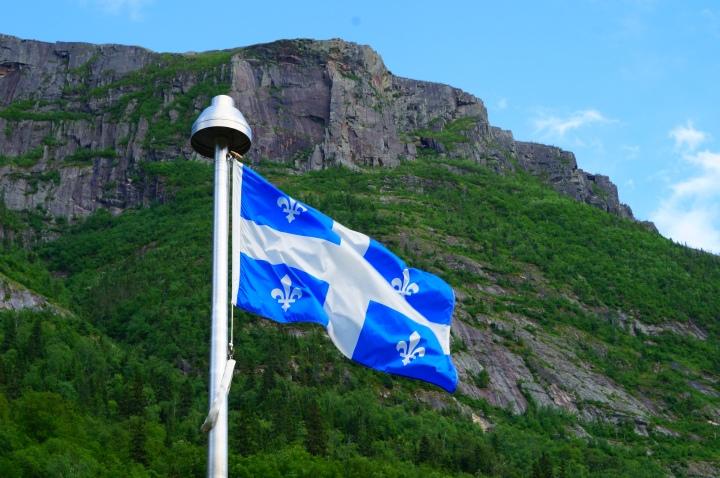 drapeau-quebec-hautes-gorges-riviere-malbaie